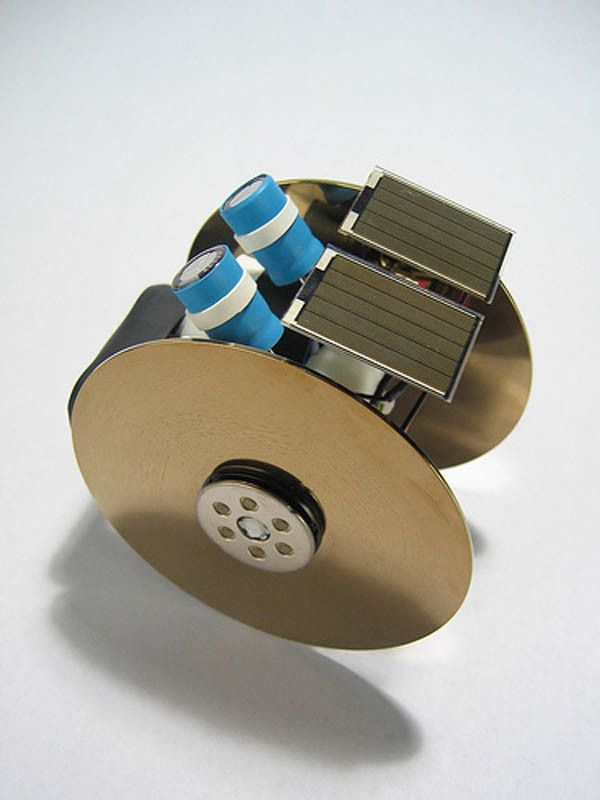 BEAM Solar Roller - Little robot that uses solar power an no chips