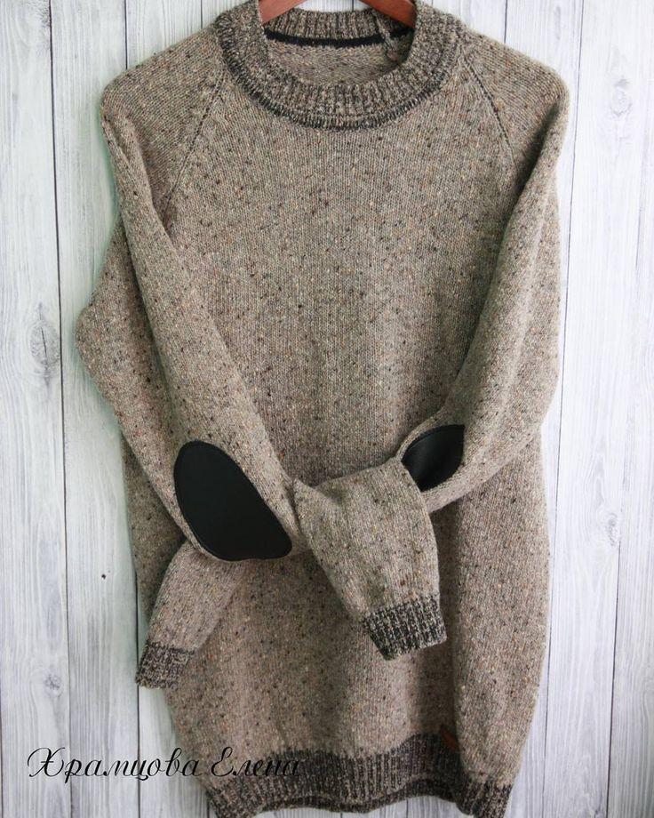 Еще одно фото джемпера из твида: - чистая шерсть, мягкая, совсем не колючая 📎полуприталенный силуэт 📎реглан 📎контрастные резинки 📎налокотники из экокожи 📎прекрасно вписывается в пятничный дресскод Этот джемпер уже отдан своему хозяину. Но его можно повторить в нужном Вам цвете и размере. #пуловер #твид #из_твида #customknitting #woolhat #wintercloth #elenakhra_knit #familylook #customfamilylook #мужской #свитер #джемпер #пуловер