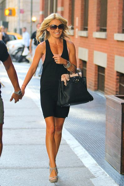Kelly Ripa Photos Photos - Kelly Ripa and husband Mark Consuelos enjoy each other's company as the two hold hands together in NYC. The TV show host is seen sporting an array of bracelets along with an Hermes bag, and a band-aid on her knee. - Kelly Ripa and Mark Consuelos in NY