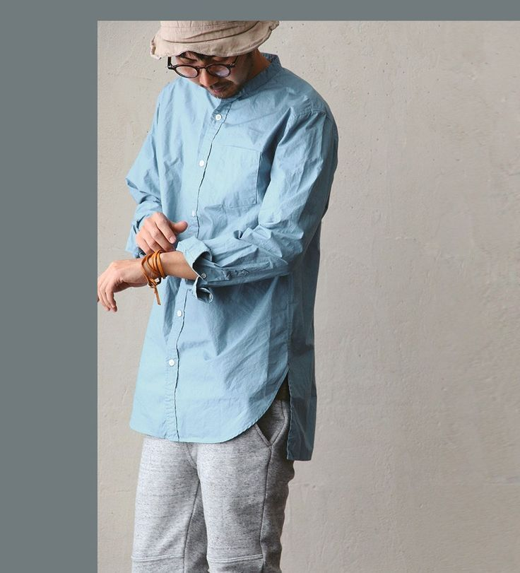 襟が無くても、ちゃんと見えちゃうもんですね。・薄くても丈夫な高密度タイプライタークロス・前と後ろでカッティングが違っているヘムライン。  。【送料無料】 Audience [オーディエンス]  バンドカラーシャツ ロング丈 タイプライタークロス 日本製 コットン100% サックス カーキグレー メンズシャツ レディースシャツ 春物 春服