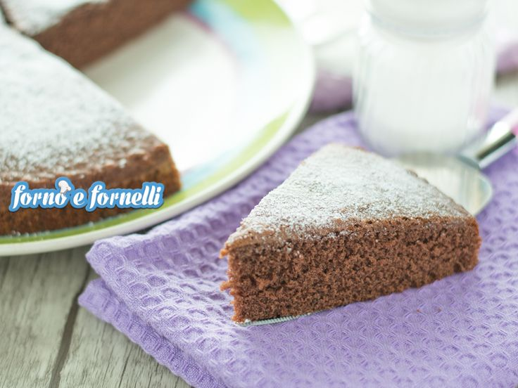 """La torta al latte caldo al cacao è una variante di un conosciutissimo dolce, una ricetta di Tish Boyle nota sul web come """"Hot milk sponge cake"""".."""