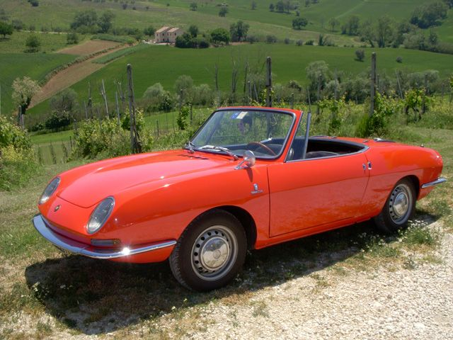 Classic Fiat 850 cruising the Italian countryside, che bella vita! #throwbackthursday #tbt #classic #bellavita #andiamo