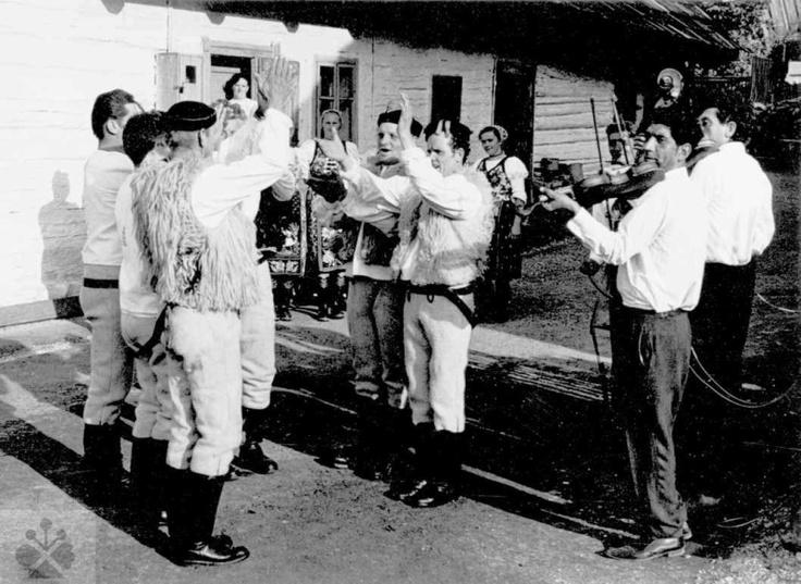 Tanec šórový. Folklórna skupina Vernár (okr. Brezno). Vedecký archív ÚEt SAV, foto T. Szabó 1969.