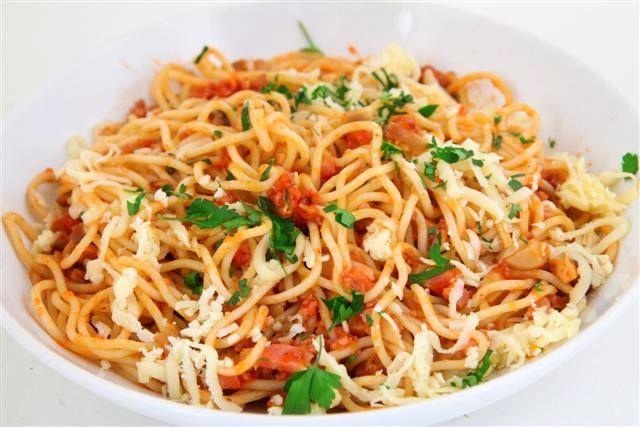 Spaghete-milaneze-cu-sunca-si-ciuperci-Gateste-Delicios
