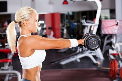 Dieser Trainingsplan widmet sich speziell den Trainingszielen von Frauen beim Fitnesstraining im Fitnesstudio. Der Trainingsplan dient speziell dem Muskelaufbau für Frauen. Das Ziel dieses Trainingsprogramms ist sowohl der Aufbau von Muskeln aber auch die Fettverbrennung. Neben diesem Programm empfielt sich ein lockeres Ausdauertraining. Beispielsweise könnte auf Cardio-Geräten wie dem Stepper oder Ergometer an trainingsfreien Tagen