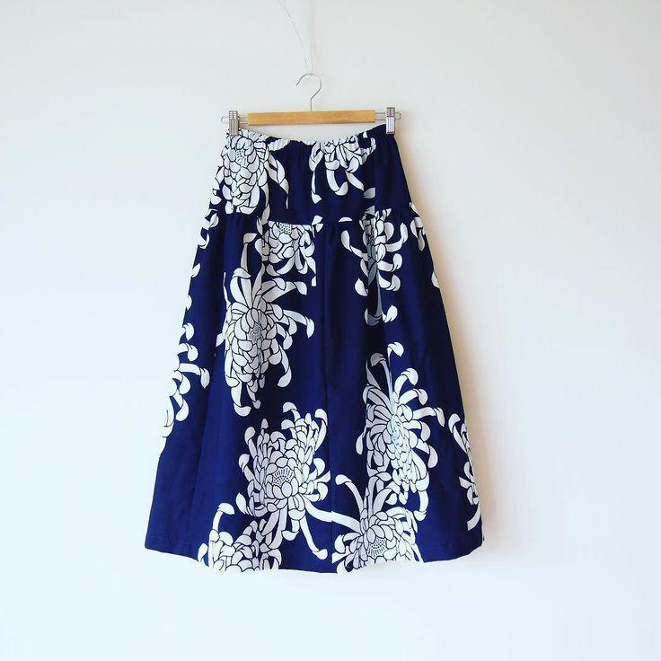 昭和レトロな浴衣地のスカート前の2枚は既にお嫁に行きました入れ替わりで新しいのが1枚出来ました  #kimono #kimonofashion #antiquekimono #vintagekimono #japanesekimono #kimonojacket #kimonocardigan #haori #craftsmanship #Welovecollect #bohostyle #bohochic #rikashioyaboutique #hongkonghandmade #着物 #着物リメイク #銘仙 #etsy  #creema #昭和レトロ