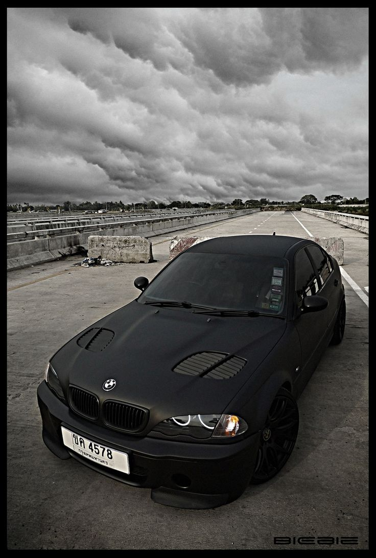 Matte Black E46. Oh the things i would do to you...