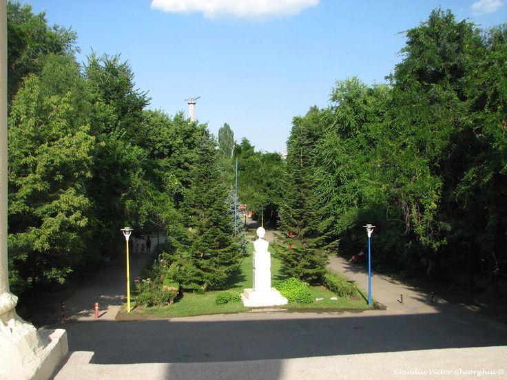 Parcul National, Bucuresti, fragment, foto de CVG 5 iulie 2017, foto reprezentativa la articol.