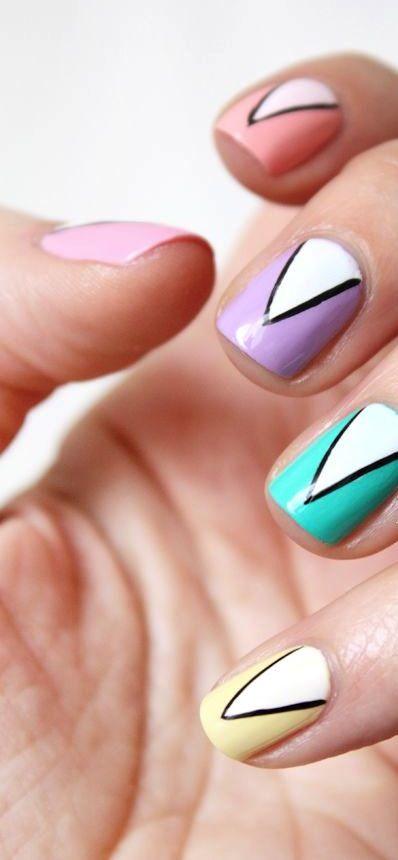 La equidad, la belleza y el arte son característica de los #LIBRA. Para tu uñas, usa diseños triangulares con dorado, lila, rosa, bronce, coral o colores pastel.