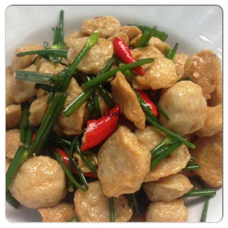 Stirred Fried Meat Ball with Garlic Chives