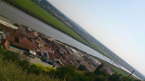 O rio Sado junto a Alcácer do Sal, na costa alentejana, Portugal