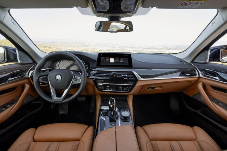 The new BMW 5-Series interior follows the heritage of the brand: the center console is turned towards the driver.