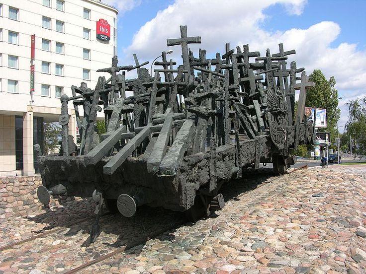 File:Pomnik Poległym i Pomordowanym na Wschodzie 02.JPG