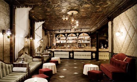 The Best Speakeasy-style Bars in New York Nowhere does Prohibition-era glamour better than New York. As Baz Luhrmann's glittering adaptation of The Great Gatsby hits cinemas, we pick the best bars in the city for cocktails and a slice of Jazz-age cool. Flapper dresses and fedoras optional