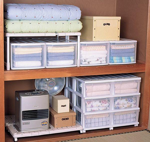 ポイント1・軽いものは上段に、重いものは下段に ポイント2・よく使う物は出し入れしやすい位置に ポイント3・使う目的別に収納する場所を決めてまとめる ポイント4・棚や仕切り、収納アイテムなどでスペースを細かく区切る