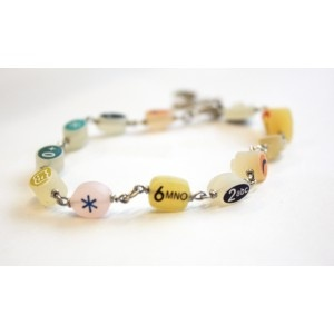 A bracelet made of mobile phone keys? awesome! (: