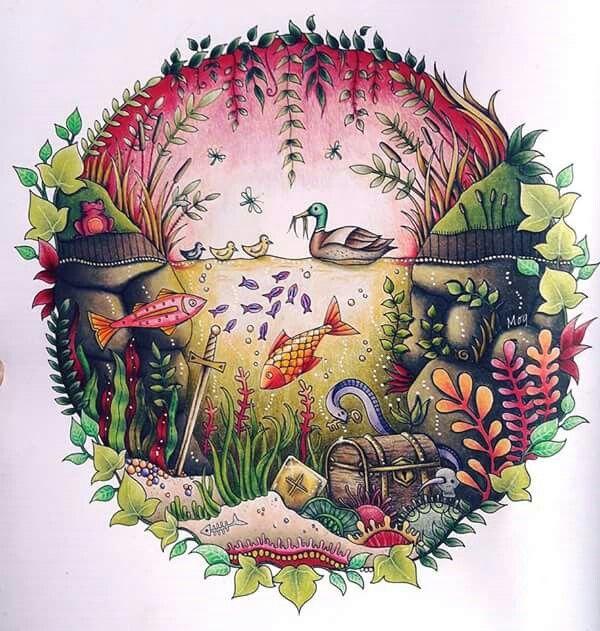 Bonjour tout le monde voilà une de mes occupations de week-end Il vient du livre Forêt enchantée de Johanna Basford. Cdc polychromos Cdc prismacolor Posca blanc Blender Caran d'Ache et derwent