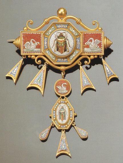 Ornamento da corsetto di fattura romana (1835/40) realizzato in micromosaico ed oro rosa. Coll. privata