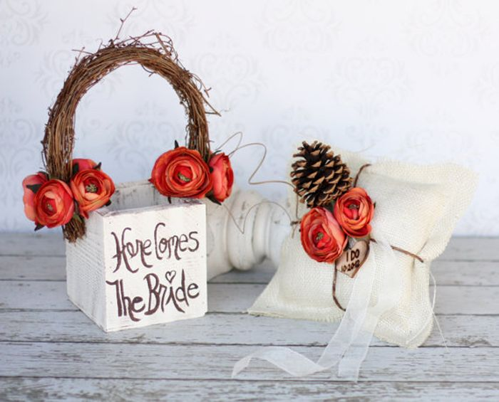 Flower girl basket and ring bearer pillow set! Cute for fall wedding! #fall #wedding #ringbearer #pillow #flowergirl #basket