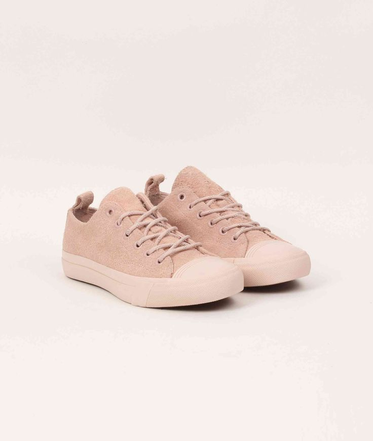 Tonal pink brushed suede uppers, what's not to love? This is SNEEZE Magazine's edition of the Royal Lo and what a way to spice up the PRO-Keds classic.…