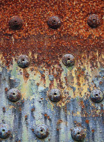 Superfície com corrosão. Desgaste por corrosão pode ser solucionado com revestimentos contra desgastes. Veja informações no site: www.rijeza.com.br