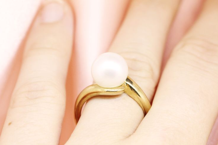 Elegant 18ct yellow gold pearl ring by Clayfield Jewellery based in Nundah Village, North Brisbane