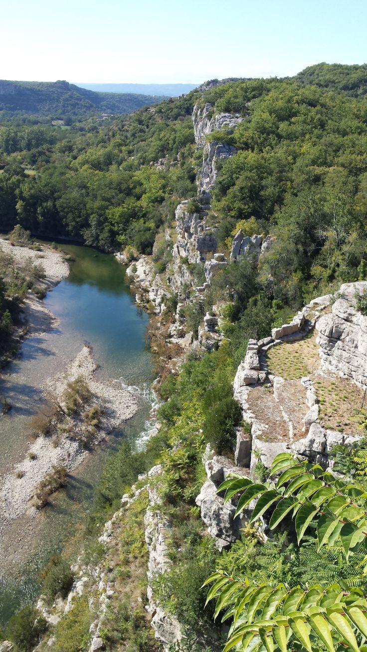 Jardins suspendus du Récatadou à Labeaume. Vue sur les Gorges de Labeaume, sud Ardèche.