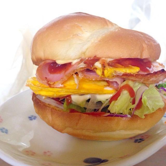 ハンバーガーショップでバイトしてた経験から、たまーに作りたくなります。 - 42件のもぐもぐ - ベーコンエッグバーガー by yoshikosagP3T