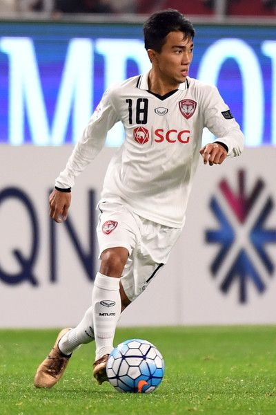 Chanathip Songkrasin Photos - Chanathip Songkrasin of Muangthong United in action during the AFC Champions League Group E match between Kashima Antlers and Muangthong United at Kashima Stadium on May 10, 2017 in Kashima, Japan. - Chanathip Songkrasin Photos - 4 of 33