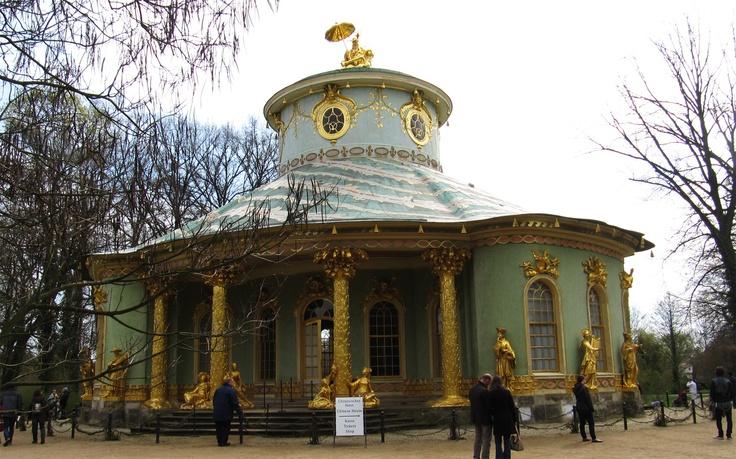vergoldete sandsteinplastik am chinesischen haus im park sanssouci in potsdam berlin. Black Bedroom Furniture Sets. Home Design Ideas