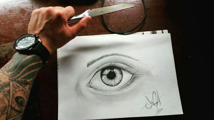 Эскиз глаз . Не судите строго .