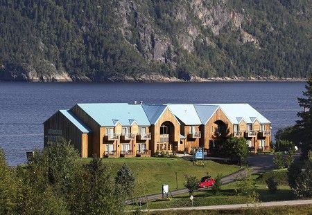 Entre le Fjord et la forêt, l'#Auberge des #Battures, classée 4 étoiles, est une étape champêtre de choix pour les amants de la nature. Dégustez la fine cuisine de notre chef, classée 3 diamants AAA/CAA en profitant d'un panorama époustouflant.