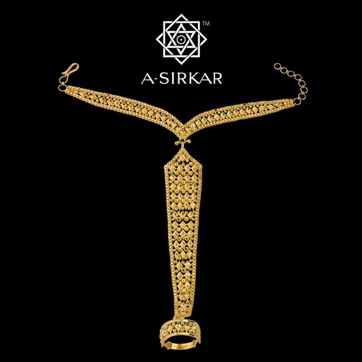 Barfi-Chatai Ratan Choor:  This, a single-finger ratan-choor in rich 22K gold, proves that ingenuity in jewellery design doesn't really warrant the use of tons of the yellow metal.