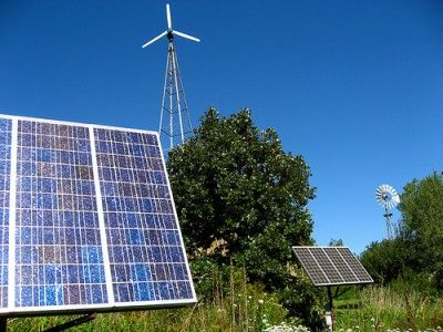 2 Big Reasons Solar Power Beats Wind Power