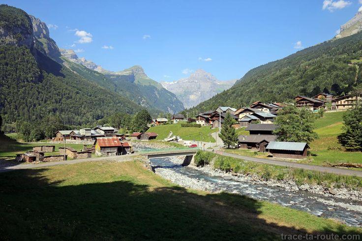Hameau de Maison Neuve, le Giffre des Fonts et le Pic de Tenneverge, à #Sixt-Fer-à-Cheval #HauteSavoie #Alpes #SavoieMontBlanc