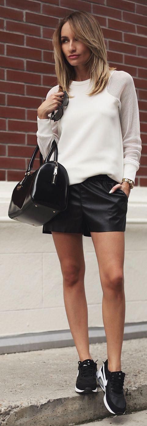 Zara White Contrast Mesh Sleeve Sweatshirt by Rock black sneaker outfit styling coordinate 黒 スニーカー コーデ コーディネート 合わせ方
