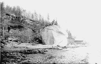 The famous White Rock on the beach in 1911. It was around this time that many of the cottages were being built.