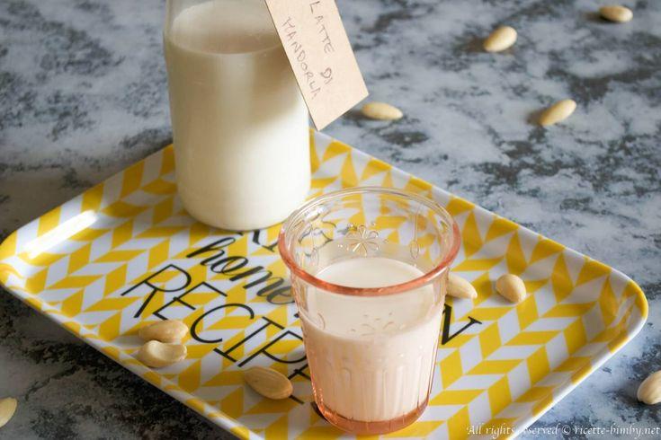Il latte di mandorla è una bevanda vegetale e senza glutine facilissima da preparare. Scopri la ricetta spiegata passo passo per il bimby.