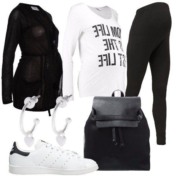 Outfit composto da leggings nere in jersey, t-shirt a manica lunga in jersey, cardigan nero con cintura, sneakers basse, zaino nero in ecopelle e orecchini in metallo argentato.