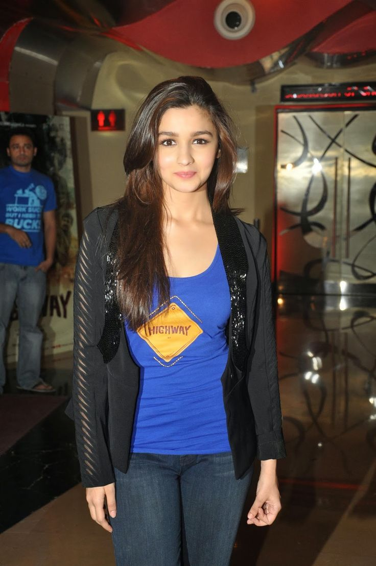 Alia bhatt hot and spicy images wallpapers - Alia Bhatt Looks Sexy In Tight Jeans And Blue Top At Film Highway First