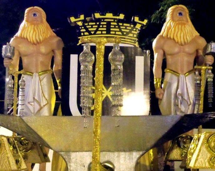 Ciclopes - Artista Hugo Krüger -  Escultura de 3,5m de altura em carro alegórico  -  Fibra de vidro e resina poliéster
