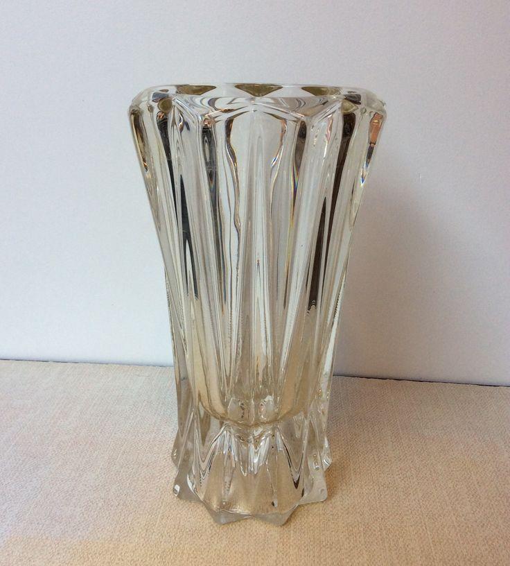 lasinen kukkamaljakko 30 luvulta Ranskasta . korkeus 22.5 cm . halkaisija 13 cm . @kooPernu