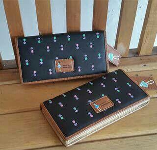 Dolly Wallet  Harga 135.000  Bahan : Pu Leather Ukuran : 19x8x3 cm  Detail : - 11 SLOT KARTU - 1 SLOT FOTO - SLOT UANG dan TEMPAT HP  Order : Pin BBM : 521D48E0 Line : tita_olshop