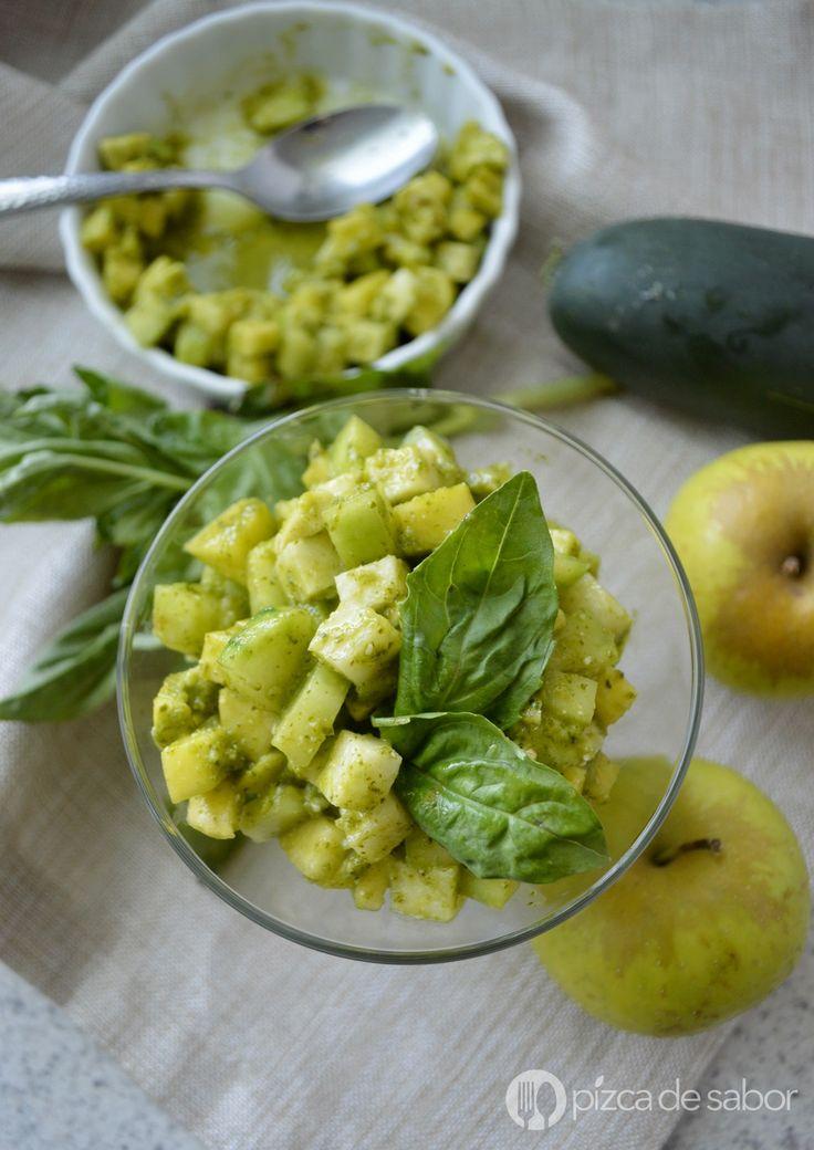 Deliciosa ensalada de manzana, muy fresca, fácil de preparar y deliciosa, es de mis platillos favoritos para preparar en época de calor.