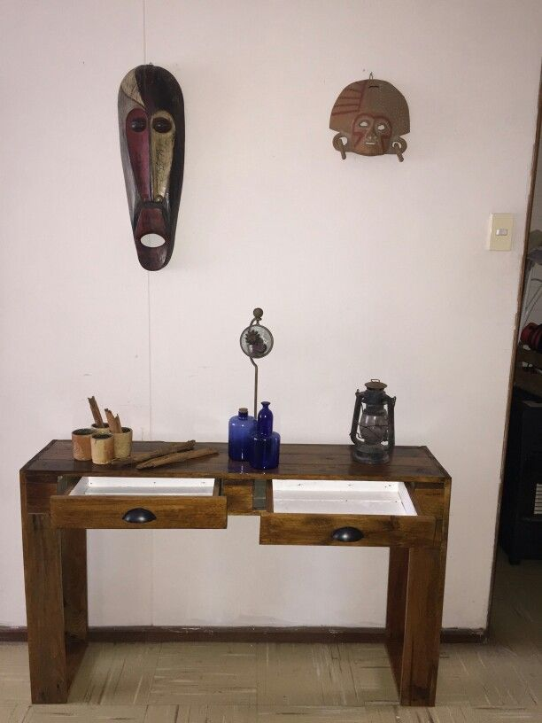 Mesa arrimo barnizada