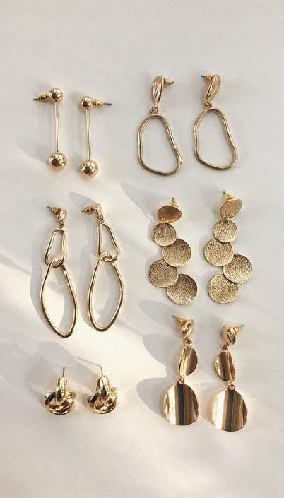 Gold earrings @thehexad