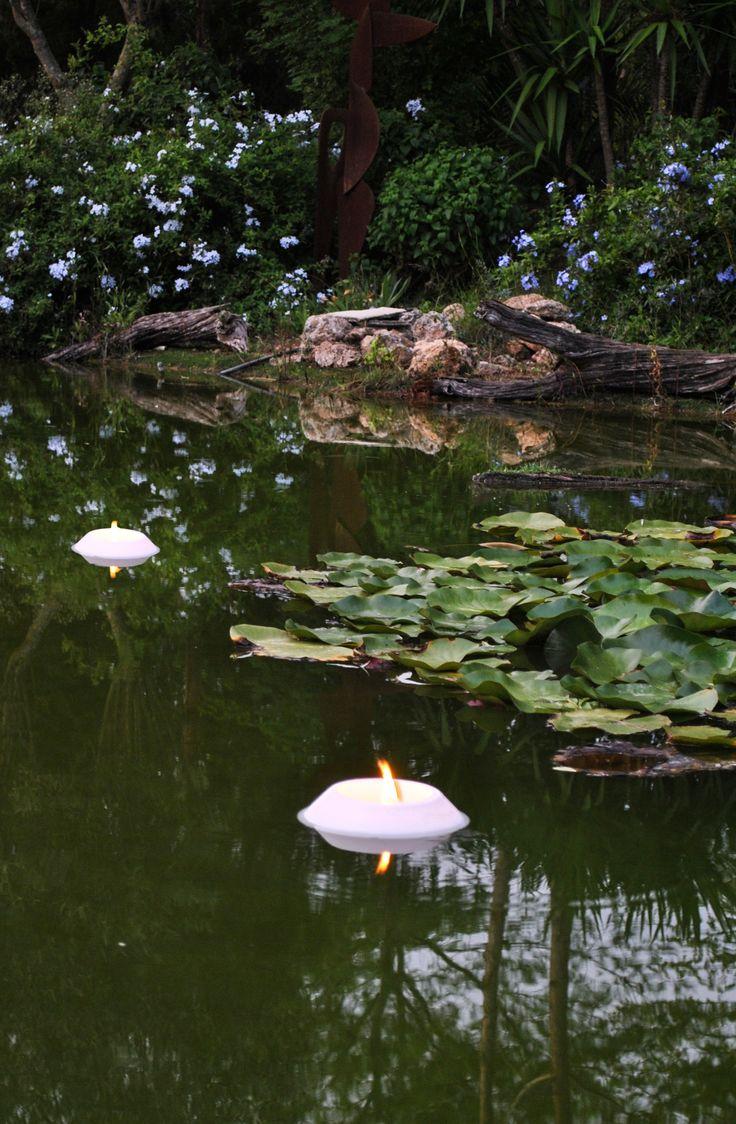 Velas flotantes para piscinas y lagos artificiales for Velas flotantes piscina