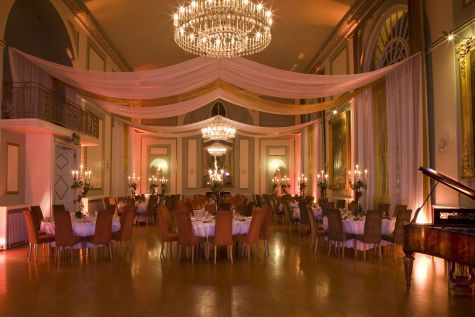 The stunning ballroom at The City Rooms set for a wedding breakfast.The piano is included and can be used for your wedding celebrations! The City Rooms is a wedding venue in Leicester, Leicestershire.