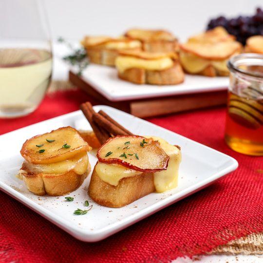 Caramelized Apple Brie Bruschetta