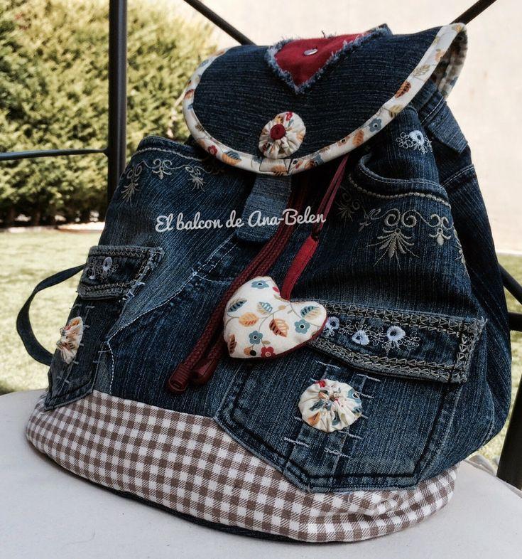 ¿Qué tal va ese comienzo de semana?     Hoy os traigo esta mochila!           Como podéis observar era un viejo pantalón vaquero al qu...